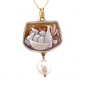 Ciondolo maxi cammeo artistico -6 cm x 3.5 cm, oro e perla barocca. 8.63 gr
