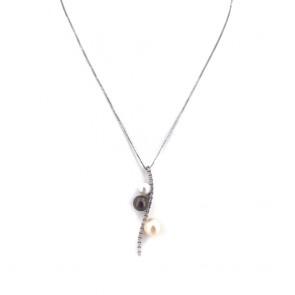 Ciondolo fiammifero oro, perle bianche e nere e diamanti - 0.15 ct; 6.6 gr