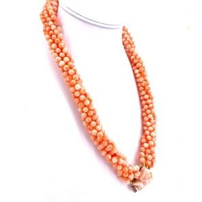 Collana torchon a 6 fili di corallo rosa, boulle 6 mm; con scultura angelo e rubini per 0.45 ct - 175 gr; 57 cm