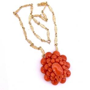 Ciondolo maxi fiore corallo e losanghe oro, 34.50 gr; 45 cm