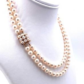 Collana doppio filo da 42 cm di perle giapponesi - 7-7.5 mm e 7.5-8 mm- con spettacolare chiusura quadro in oro, perle e zaffiri - 0.08-0.10 ct; 74.86 gr