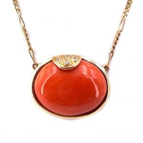 Collana-ciondolo con ovale corallo centrale, oro e diamanti -
