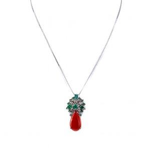 Ciondolo goccia corallo, oro, smeraldi - 1.55-1.60 ct -  e diamanti - 0.40-0.45 ct; 3.3 cm, 5.7 gr