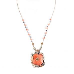 Ciondolo artistico fiore in stile oro, corallo inciso, pietre di colore -3,00 ct- e diamanti - 0,50 ct; 27,2 gr