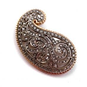 Spilla esclusiva in stile, oro e diamanti -1.95-2.10 ct; 21.63 gr