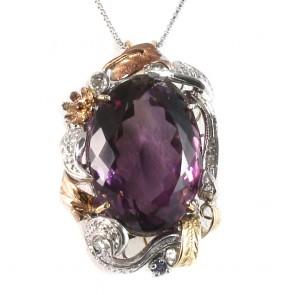 Ciondolo maxi fiore in stile, oro, diamanti e ametista.