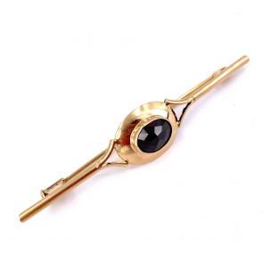Spilla in stile, oro e granato - 5.10 gr; 6.3 cm x 1.3 cm