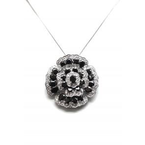 Ciondolo con catena in argento e pietre di sintesi bianco-nere
