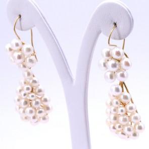 Orecchini pendenti oro e  perle - 6.3 cm; 19.7 gr.