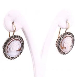 Orecchini toppe cammeo in stile, oro, argento e diamanti; 11.49 gr