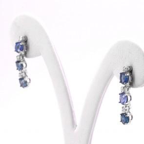 Orecchini fiammiferi pendenti oro, zaffiri -1.4 ct-  e diamanti -0.10 ct;  2.3 cm
