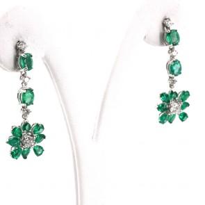 Orecchini pendenti oro, fiori smeraldo -3.99 ct- e diamanti -1.05 ct- 3.4 cm; 5.3 gr
