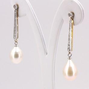Orecchini fiammiferi oro, perle giapponesi -11 x 15 mm- e diamanti - 4.7 cm; 7.2 gr