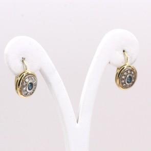 Orecchini toppa in stile, oro con zaffiri - 0.60-0.70 ct - e diamanti - 0.25-0.30 ct; 4.29 gr