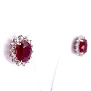 Orecchini maxi al lobo, margherita oro, rubini - 10.81 ct -  e diamanti - 1.33 ct; 8.10 gr.