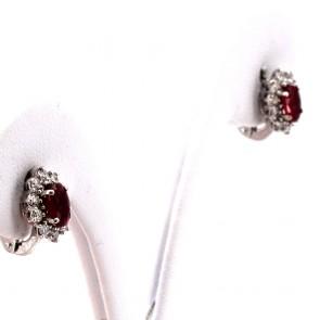 Orecchini a margherita al lobo oro, rubino -1.20 ct- e diamanti -0.43 ct- 1 cm x 0.8 cm; 3 gr