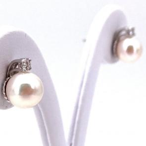 Orecchini al lobo oro, perle giapponesi - 8.5-9 mm - e diamanti - 0.15 ct; 5.04 gr