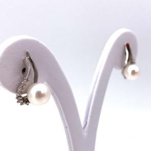 Orecchini al lobo pendenti corti goccia oro, perle giapponesi - 7.5-8 mm - e diamanti - 0.22 ct; 4.61 gr