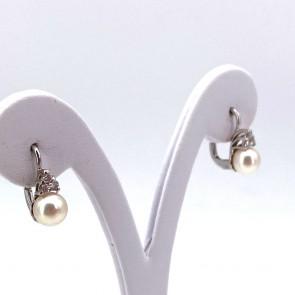 Orecchini pendenti corti oro, perle giapponesi - 7-7.5 mm - e trittici di diamanti - 0.22 ct; 4.23 gr