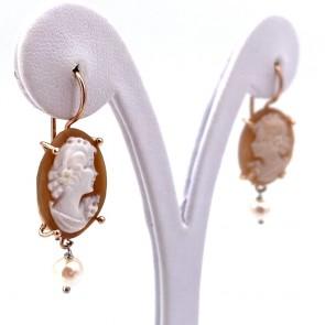 Orecchini cammeo in stile, argento e perle; 5.16 gr