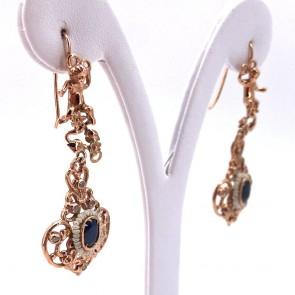 Orecchini pendenti, putti, argento dorato e zaffiri; 9.52 gr - 5.6 cm