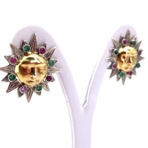 Orecchini sole al lobo in argento, oro, smeraldi -0.40-0.50 ct- e rubini -0.50-0.60 ct. 9.8 gr.