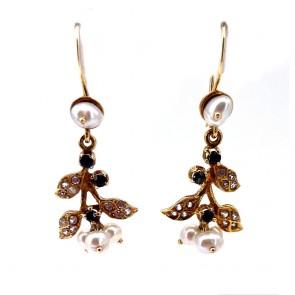 Orecchini pendenti in stile in oro, perline,  zaffiri