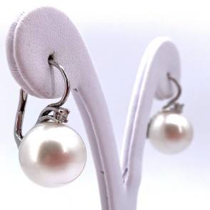 Orecchini pendenti oro, perle australiane -15 mm, 42 ct- e diamanti -0.25 ct; 13.59 gr