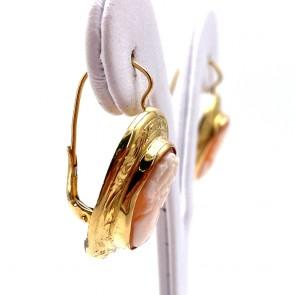 Orecchini pendenti oro inciso e cammei; 3.1 cm; 8.6 gr