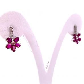 Orecchini fiorellino oro, rubini -2.70 ct- e diamanti -0.14 ct- 1.6 cm x 1 cm; 2.55 gr.