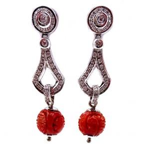 Orecchini pendenti oro, corallo rosso inciso e diamanti -