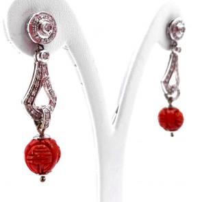 Orecchini pendenti oro, corallo rosso inciso e diamanti - 0.80 ct; 8.38 gr; 4.7 cm