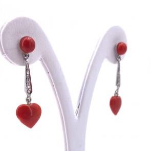 Orecchini pendenti oro, corallo rosso a cuore e diamanti - 0.10 ct; 4.15 gr; 3.9 cm