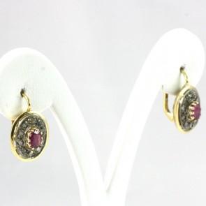 Orecchini toppe-margherite ovali, in stile, oro, diamanti -0,30 ct- e rubini- 1,05-1,10 ct; 4,8 gr