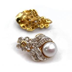 Orecchini pendenti corti, con fiorellini in stile, argento, oro, perle e diamanti - 8.2 gr; 2.4 cm