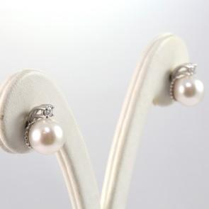 Orecchini al lobo oro, perle giapponesi - 8.5-9 mm - e diamanti - 0.14 ct; 5 gr