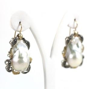 Orecchini maxi in stile perla barocca, oro, argento e diamanti - 0.20 ct; 26.1 gr