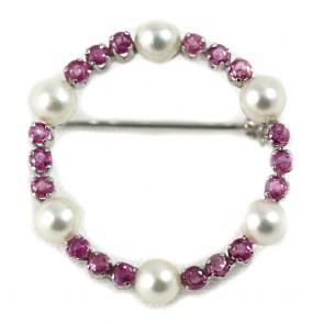 Spilla circolare in stile oro, zaffiri rosa -1,50-1,70 ct- e perle giapponesi