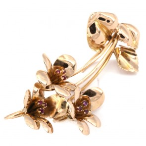 Spilla fiori oro e rubini - 0.15 ct - 10.6 gr; 5.6 cm x 2.8 cm