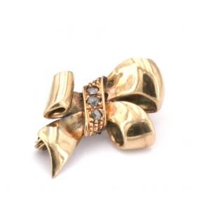Spilla fiocco oro - 2.18 gr; 1.85 cm x 1.1 cm