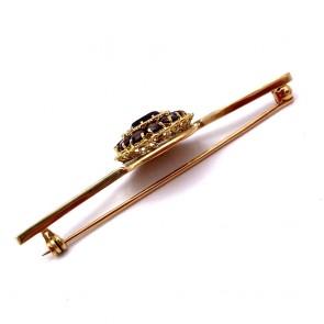 Spilla in stile, oro e granati - 9.10 gr; 6.4 cm x 1.6 cm