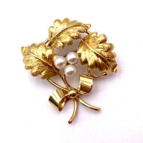 Spilla in stile oro e perle giapponesi